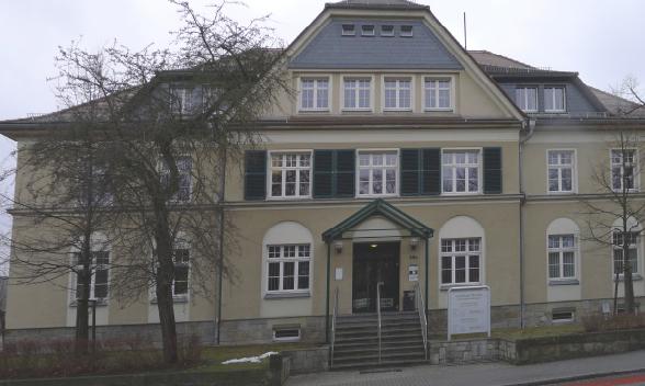 1 Ansicht Hauptgebäude.jpg
